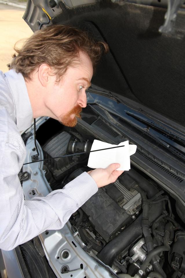 車輛定期更換機油,以保證引擎的使用壽命。(Fotolia)