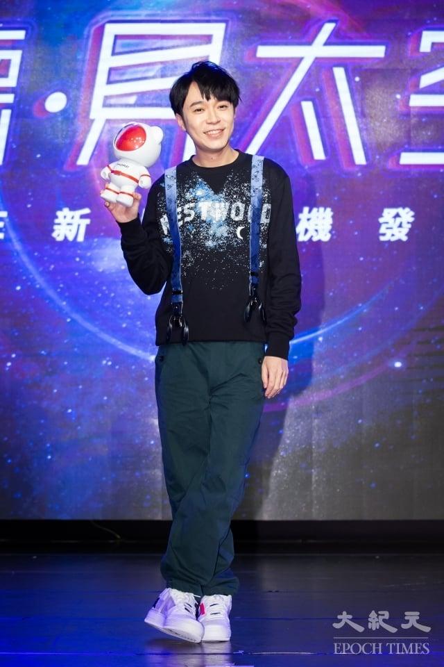 歌手吳青峰14日出席代言活動。(記者陳柏州/攝影)