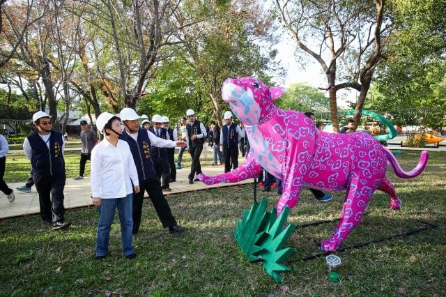 2020台灣燈會打造「動物狂歡嘉年華燈區」,多達133組立體動物花燈,現蹤台灣燈會后里馬場園區。