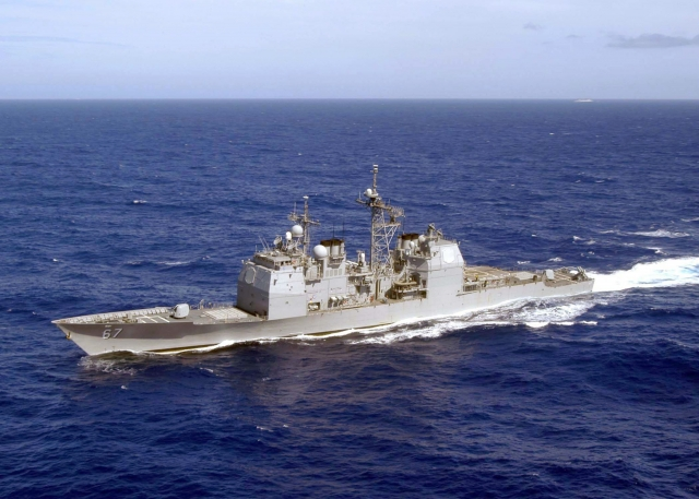 美國軍方表示,提康德羅加級(Ticonderoga-class)導向飛彈巡洋艦希羅號(USS Shiloh)在台北時間16日依國際法例行通過台灣海峽。圖為希羅號資料照。(Patrick M. Bonafede/U.S. Navy via Getty Images)