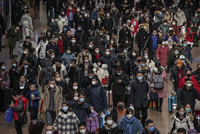 英國科學家發表報告稱,一名武漢肺炎確診病人可傳染2至3人。(Kevin Frayer/Getty Images)