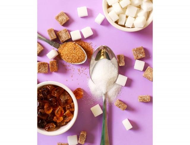 根據統計,台灣民眾一年總共吃掉60萬公噸的糖,相當於每人每天平均吃15顆方糖,想靠「減醣」成功減肥需要掌握哪些關鍵呢?(123RF)