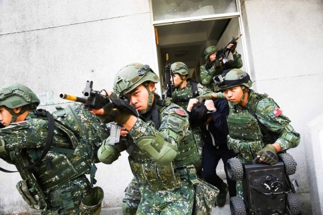 根據國防部資料,去年底國軍編現比已達87%,但仍有軍種、兵科、地區失衡的挑戰存在。(中央社)