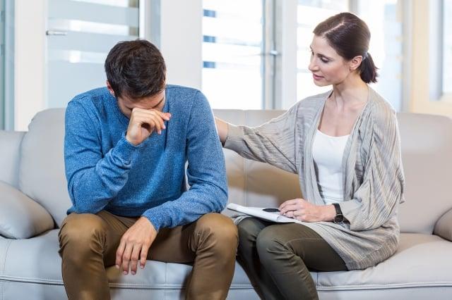 患者與家屬對於長效針劑有任何疑問,應與主治醫師充分溝通,評估治療選擇的利弊,以避免因為過去的用藥迷思而抗拒較佳的治療方式。(Fotolia)