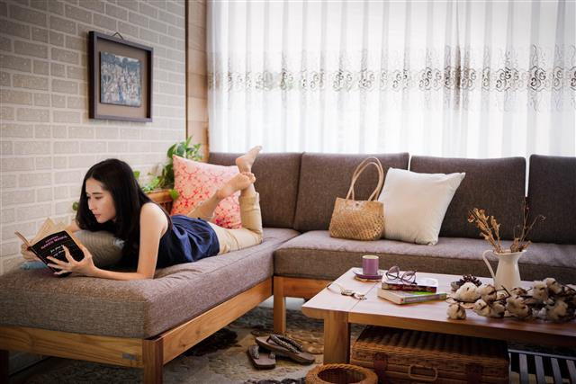 歐克斯柚木(WORKS)打造夢想空間,讓回到家是一種幸福的感覺,疲憊的身體瞬間紓解。(歐克斯柚木家具提供)
