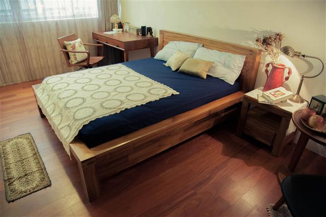 歐克斯柚木(WORKS)有專業生產原木板材的優勢,打造臥房北歐風雅致格調。(歐克斯柚木家具提供)