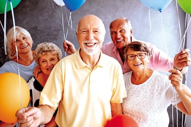 研究結果發現,咀嚼功能和腦部退化相關:咀嚼功能好的老人,腦內灰質量較多,腦部退化慢;咀嚼功能若差,灰質量少,腦部退化也快。(shutterstock)