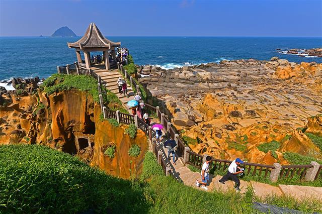 和平島公園有非常特殊的地質景觀。(基隆市政府提供)
