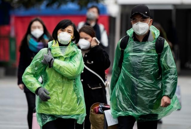 圖為戴口罩的民眾。(NOEL CELIS/AFP via Getty Images)