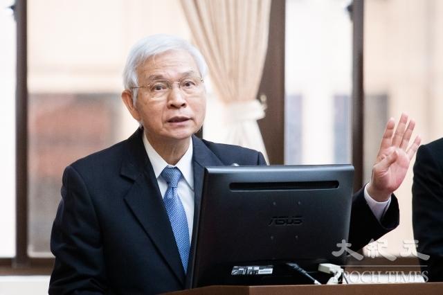 中央銀行總裁楊金龍30日表示,央行會考慮物價等因素決定是否降息。(記者陳柏州/攝影)