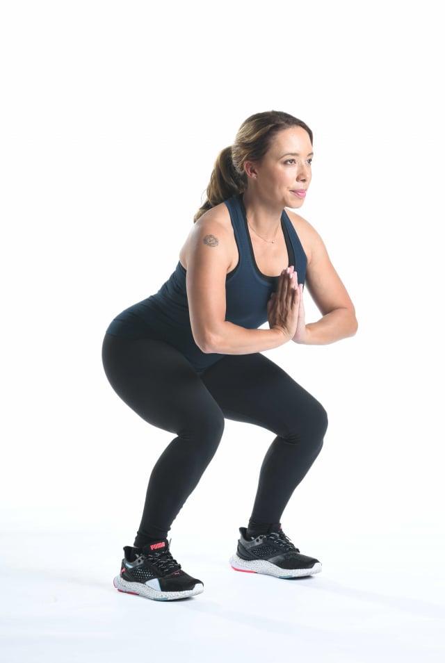 深蹲具有鍛鍊臀腿功能。(公關提供)