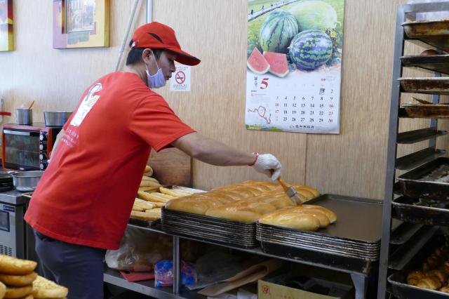 越南法國麵包外酥內軟。(攝影/賴瑞)