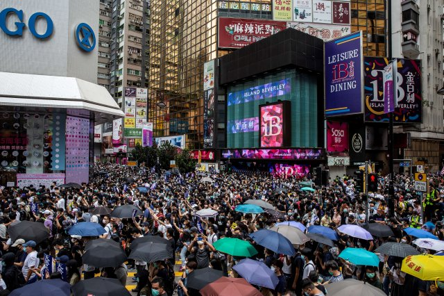 港人上街反對國安法。(ISAAC LAWRENCE/AFP via Getty Images)