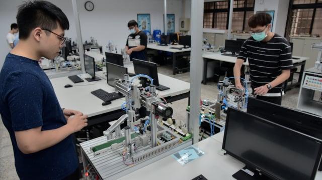 屏東大學首創全國設立智慧機器人學系,學系前身為電腦與智慧型機器人學士學位學程,已培養許多機器人領域人才。(屏東大學提供)