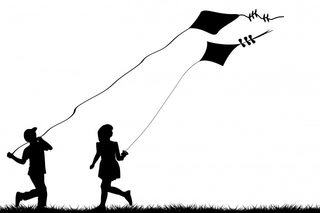 長長的堤岸,是小朋友嬉戲的場所,空曠的藍天,總會有風箏的點綴。(123RF)