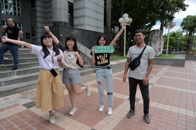 屏大學生將壯遊台灣,走訪全台10間特色書店,紀錄生命故事。