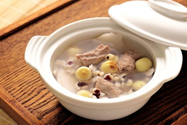 四神湯可以軟化很硬的食物,幫助消化,並改善脂肪肝、肝硬化;對於癌症也有幫助。(龔安妮提供)