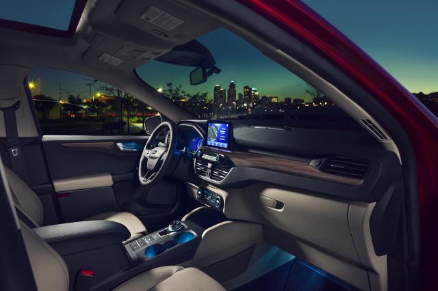 Escape的中央控制旋轉變速按鈕令人印象深刻。(Ford.com)