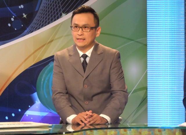 桃園家扶中心主任張伏杉上有線電視節目分享親職教育。