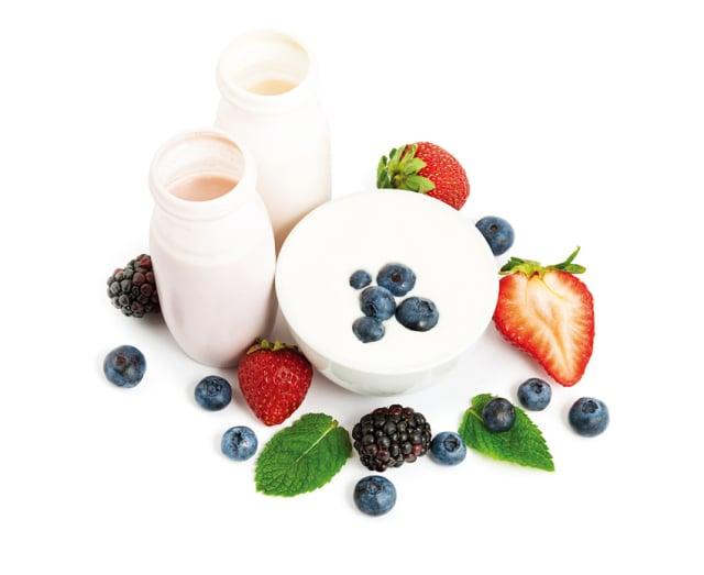 搭配優格加水果當下午茶點心,不僅有助於維持良好的免疫力,刺激腸 道蠕動使排便順暢。(Fotolia)