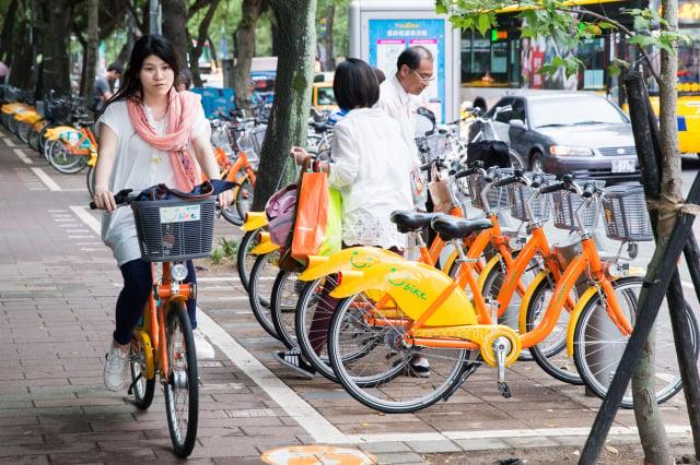 新北市政府與微笑單車明年將不再續約,改推無樁位公共自行車。圖為YouBike。(大紀元資料照)