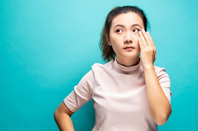 中醫認為脾胃虛、腎虛是形成眼袋的主要原因,而且90%以上的眼袋都是脾虛引起。(Shutterstock)
