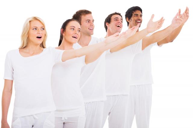 當聲帶長繭患者被轉介給語言治療師後,會先透過聲學分析了解嗓音狀況;所以聲學分析異常者,應進行語言治療。語言治療包含身體姿勢、呼吸方式、發聲方式共3部分的調整。(Fotolia)