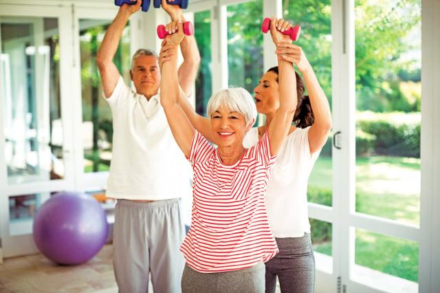 每日的生活做起,保持均衡的營養、規律的運動、快樂的情緒,戒掉抽菸,遠離心臟病的侵襲。(Shutterstock)