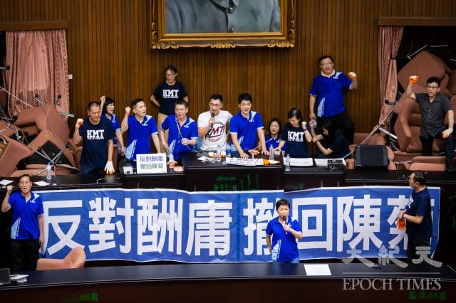 國民黨立委29日持續占領立法院議場,要求撤換監察院長被提名人陳菊。(記者陳柏州/攝影)
