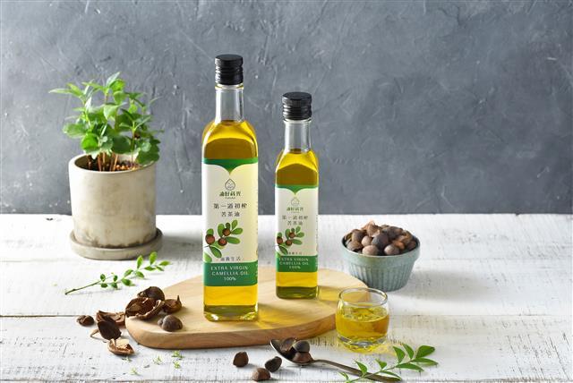 苦茶油是現代養生料理絕配,低溫鮮榨呵護自己與家人健康。(油好蒔光提供)