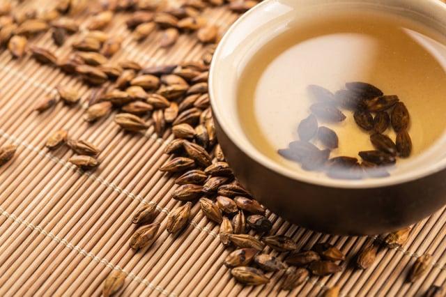 大麥的神奇之處在於四時、老少皆宜飲用。夏天喝消暑去溼,冬季也可消脂、助消化。(Shutterstock)