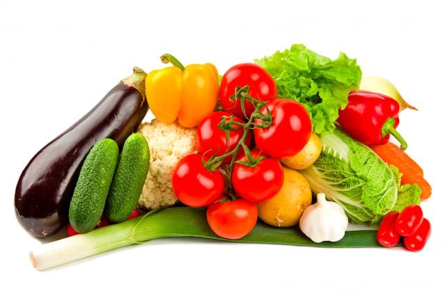 如果是實證體質造成的,吃蔬菜、水果的確有用。(Fotolia)