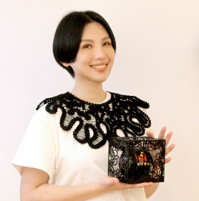 魏如萱感動地說:「我真的很想得女歌手獎!」(Hit Fm聯播網提供)