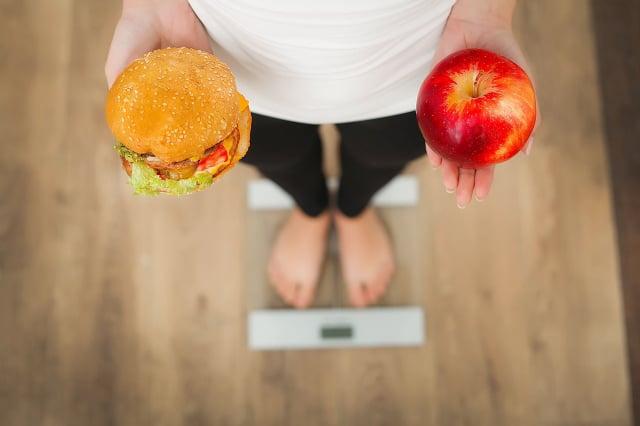 選擇低能量密度食物成為生活習慣,可能是長期維持體重最有效的一個辦法。(ShutterStock)
