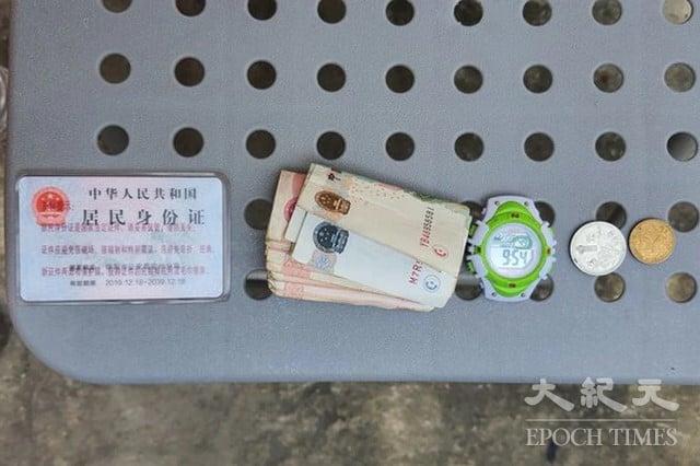 現年45歲的中國籍李男竟未使用任何浮具徒手游泳而來,身上僅攜帶中華人民共和國身分證、人民幣、手錶。