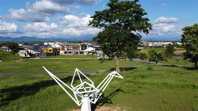 西拉雅國家風景區|官田遊客中心|地景藝術作品「許願鶴 幸福翔起」。(西拉雅國家風景區管理處提供)