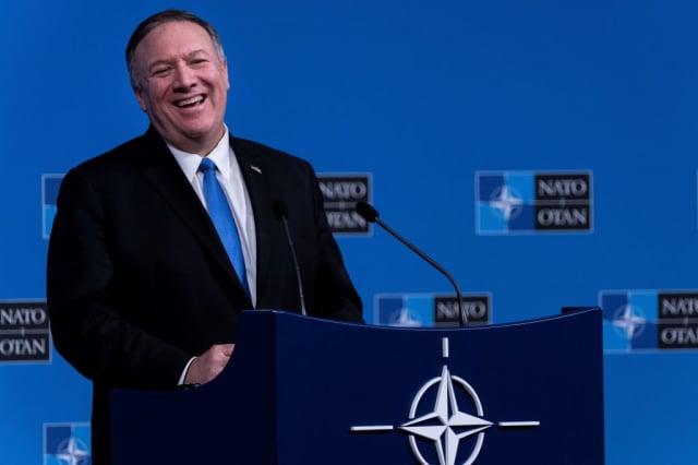 對於中共官員的邀訪,美國國務卿蓬佩奧(圖)回應,共產黨安排的參觀只不過是作秀和表演。資料照。(AFP via Getty Images)