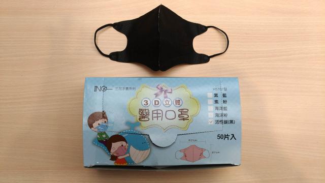 豪品公司被查獲將中國製非醫用口罩,包裝為臺灣製的3D醫療用口罩出售。圖為檢方搜出的中國製3D口罩。(中央社)