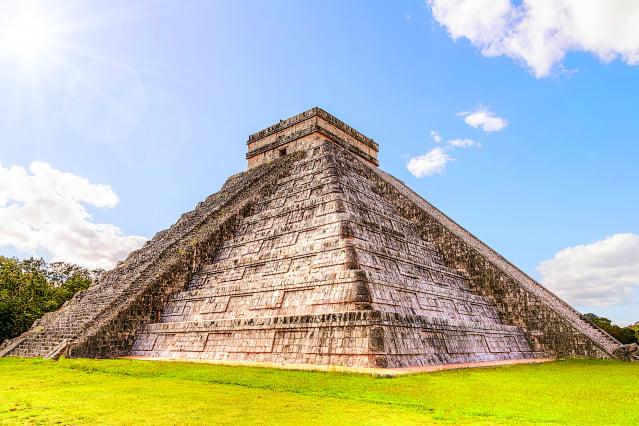 墨西哥就有一座由瑪雅人興建的金字塔,會在人們拍手時傳回很像鳥叫聲的回音,十分神奇。(123RF)