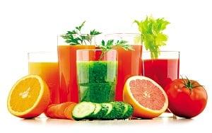 將飲用含糖飲料的習慣改成飲用現打蔬果汁,從中攝取天然果糖。(Shutterstock)