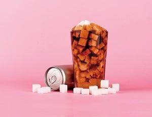 高果糖漿中,葡萄糖和果糖未結合﹐而是單糖的形態,更易於被人體吸收。(Shutterstock)