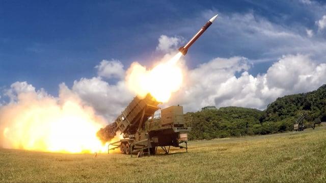 面對中共威脅,白宮國家安全顧問歐布萊恩建議臺灣,要「非常嚴肅地」對待在國防上投入資金。圖為愛國者飛彈資料照。(青年日報提供)
