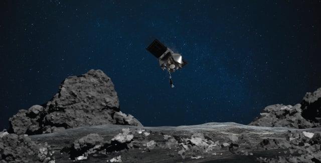NASA探測器OSIRIS-Rex接近小行星本努(Bennu)示意圖。(NASA)