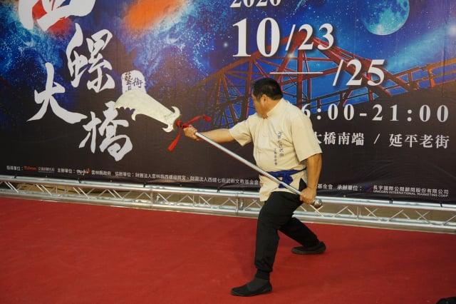 14日記者會由咚咚舞蹈團以優美的舞蹈開場 ,緊接著由西螺七崁武術師父上場演出