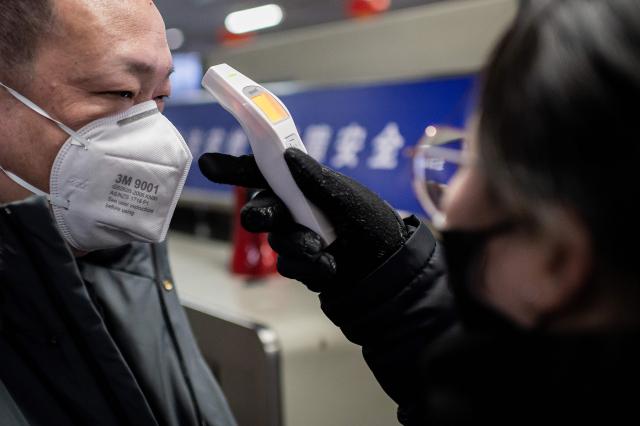「發熱伴血小板減少綜合症」患者發病後第一週多數有發燒、血小板及白血球減少等特徵。示意圖。(NICOLAS ASFOURI/AFP via Getty Images)