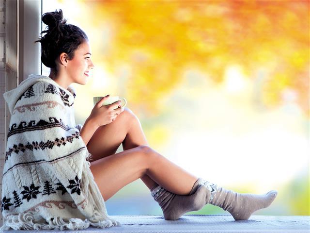 《黃帝內經》記載:「秋三月,此謂容平,天氣以急,地氣以明,早臥早起,與雞俱興,使志安寧,以緩秋刑,收斂神氣,使秋氣平,無外其志,使肺氣清,此秋氣之應養收之道也。」(123RF)