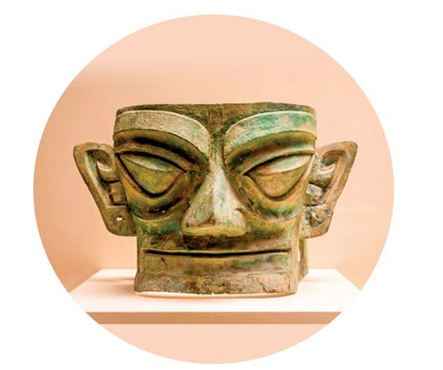 四川出土的「 三星堆人 」高鼻深目、顴面突出、闊嘴大耳,耳朵上還有穿孔。(123RF)