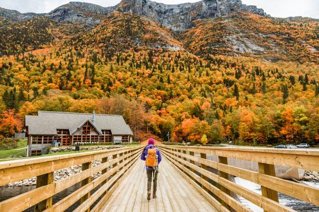 人生如旅程,善待他人,行走天涯也不孤單。(Shutterstock)