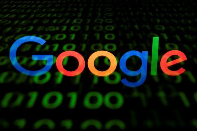 心理學家表示,谷歌透過操縱其平台,至少將600萬張選票導向民主黨。( LIONEL BONAVENTURE/AFP via Getty Images)