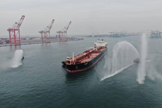 中油採自非洲查德礦區的第一船原油約95萬桶,11月底運抵中油高雄大林廠。(中央社)